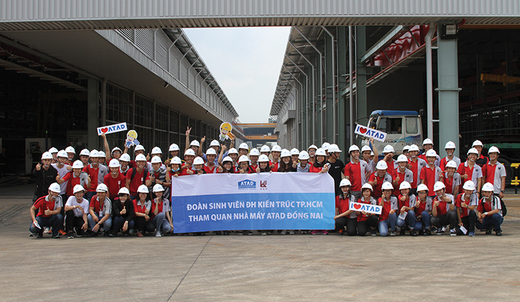 UAH students visited ATAD factory