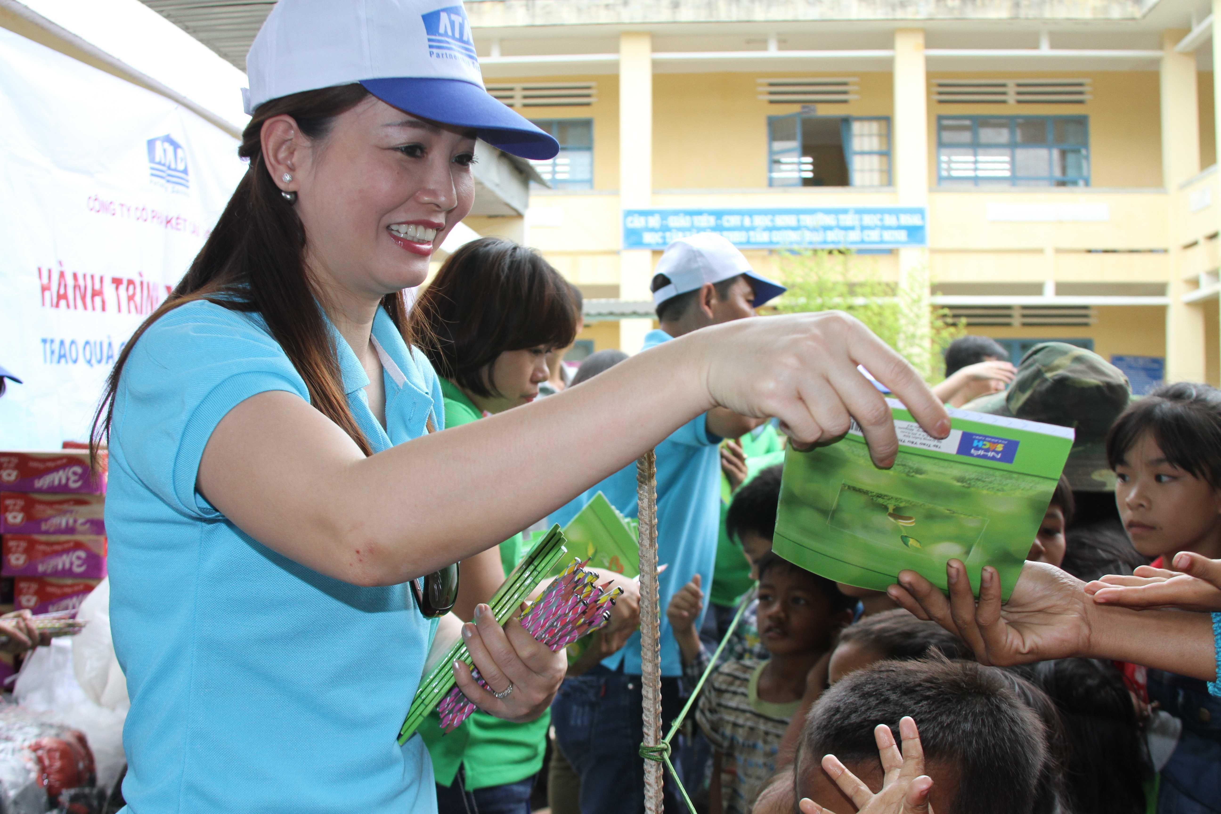 ATAD representatives gave gifts to children