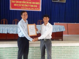 Commune representative gave certification to Mr. Anh
