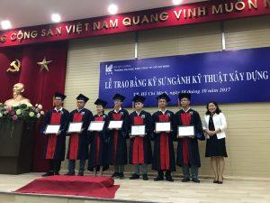 Ms. Nguyen Thi Phuc Tuyen presented scholarship to graduates