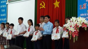 ATAD presented scholarships to underprivileged students in Long Khanh town 2