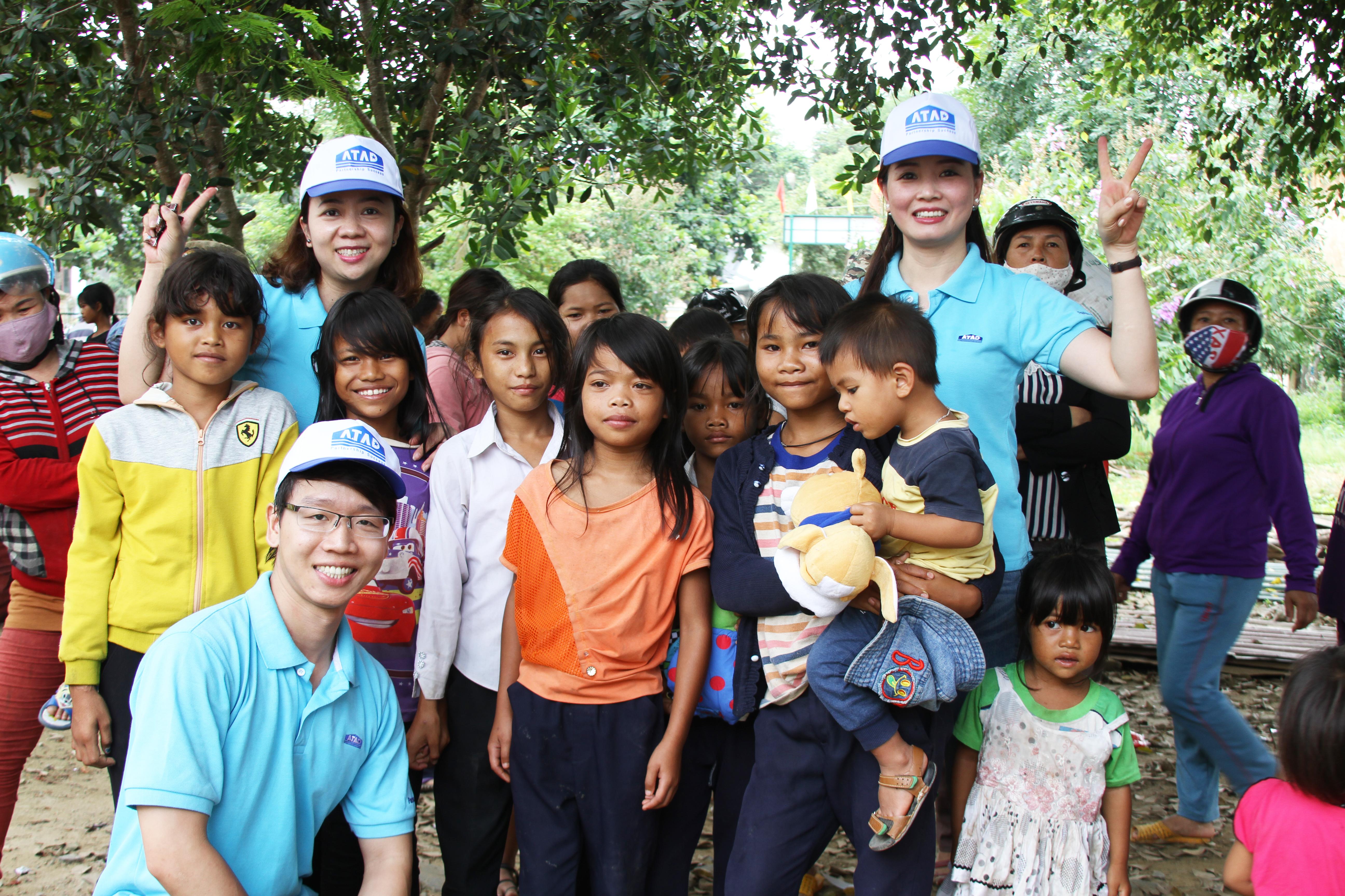 """Chương trình từ thiện """"Hành trình yêu thương"""" tại Lâm Đồng"""