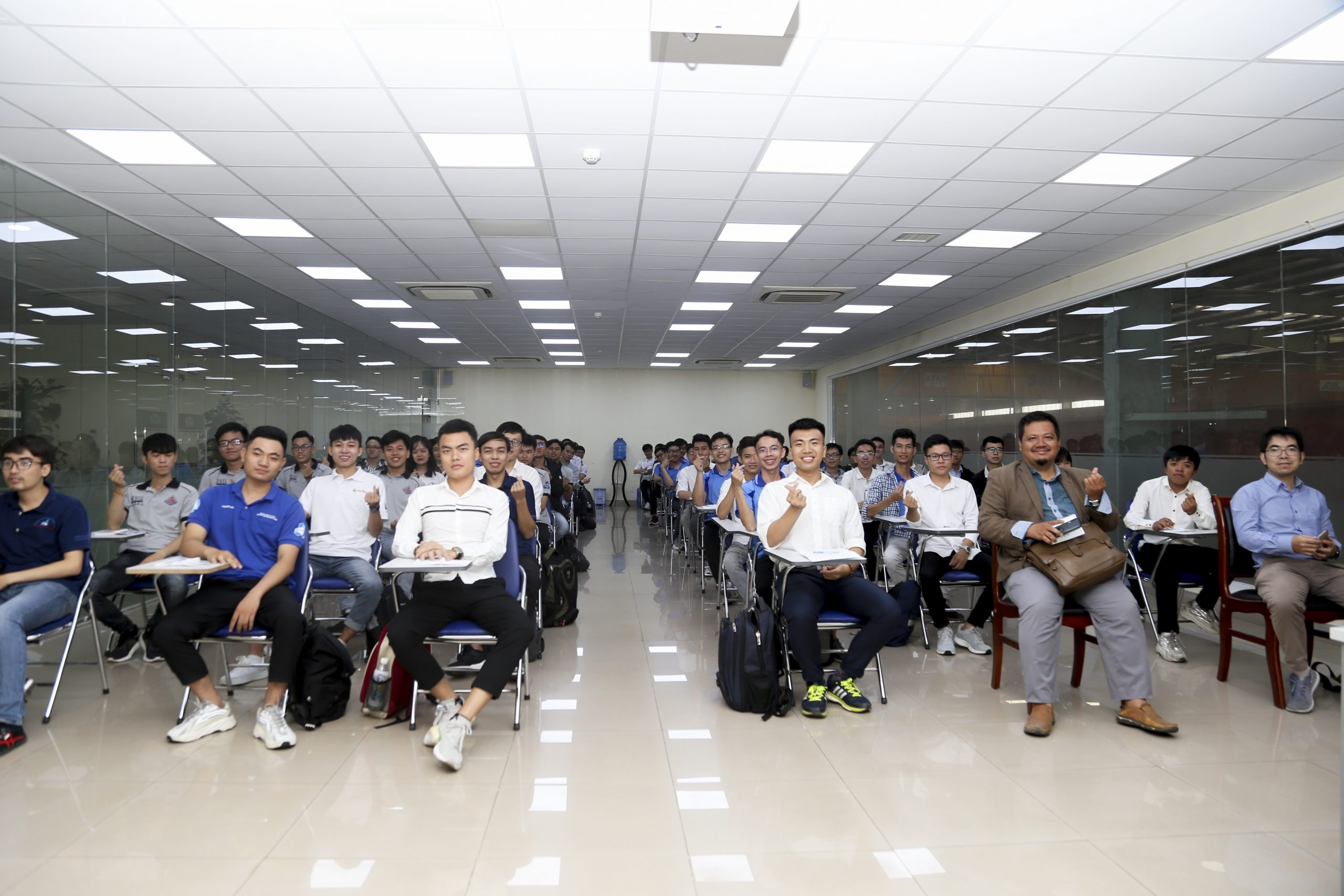 Đoàn sinh viên Đại học Bách Khoa TP. HCM tham quan trải nghiệm thực tế tại nhà máy ATAD Đồng Nai 1