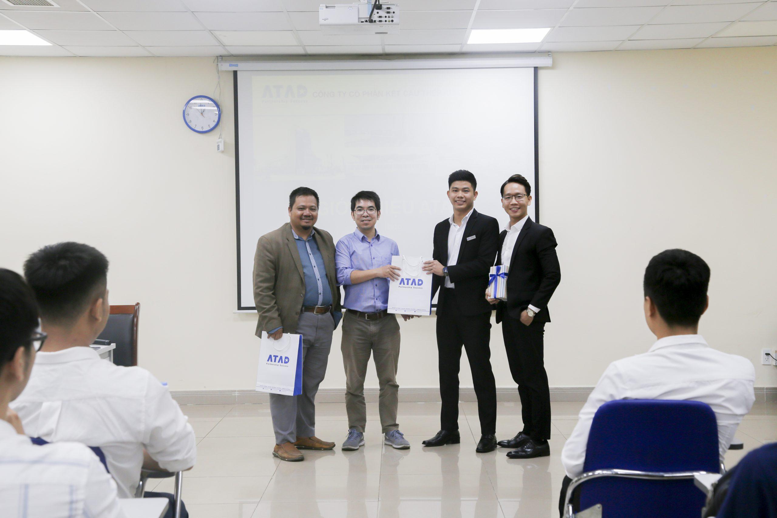 Đoàn sinh viên Đại học Bách Khoa TP. HCM tham quan trải nghiệm thực tế tại nhà máy ATAD Đồng Nai 3