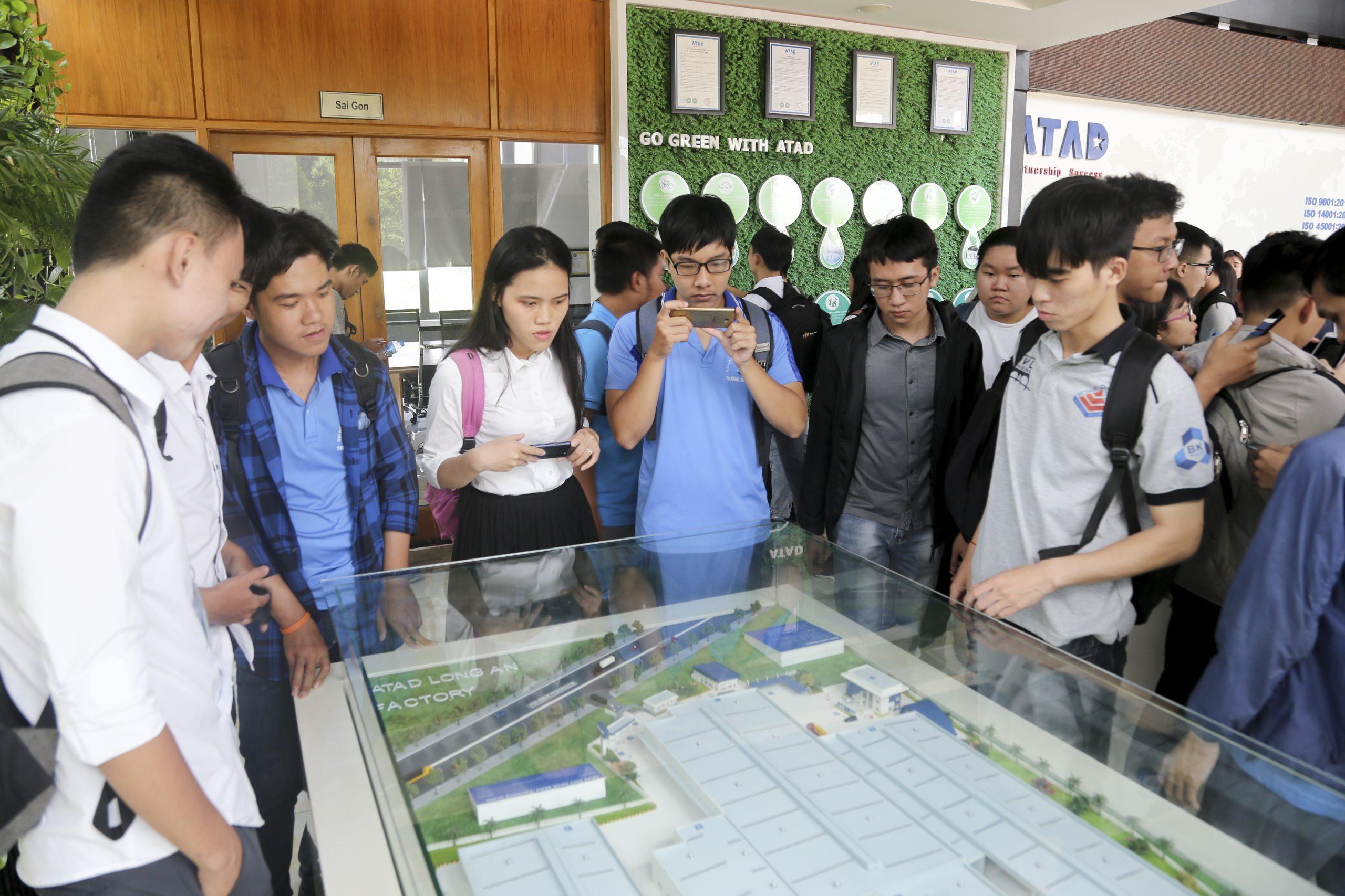 Đoàn sinh viên Đại học Bách Khoa TP. HCM tham quan trải nghiệm thực tế tại nhà máy ATAD Đồng Nai 4