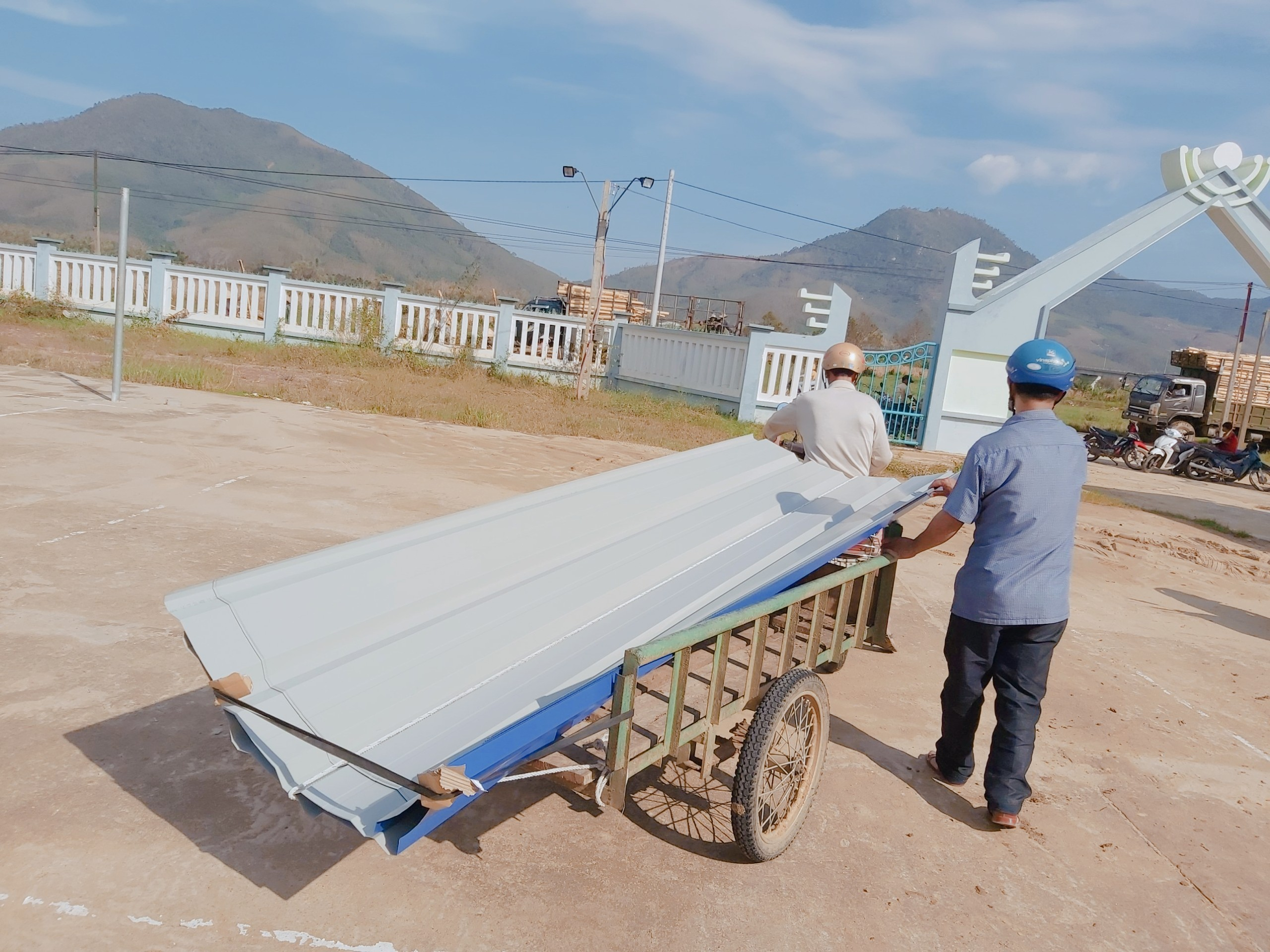 ATAD awarded roofing sheet to help the Vietnam Central Region people affected by natural disasters